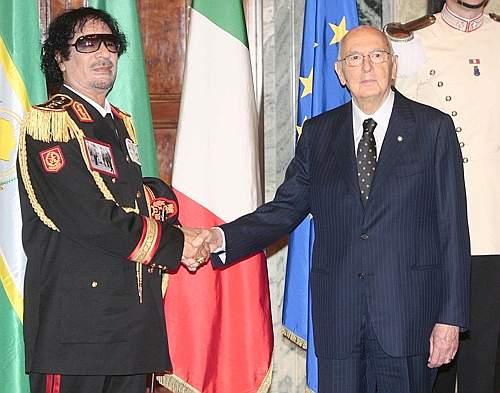 Il presidente della Repubblica Giorgio Napolitano riceve il leader libico (Graffiti Press)