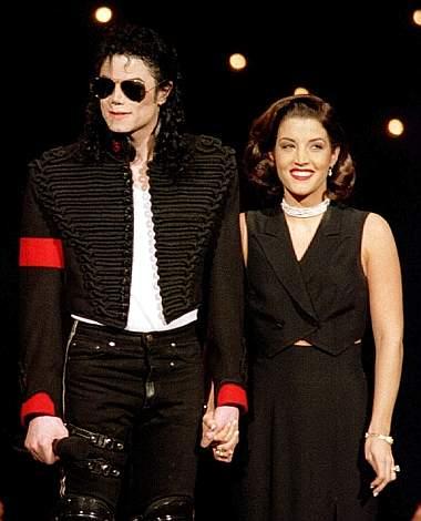 Michael Jackson con la prima moglie, Lisa Marie Presley (Reuters)