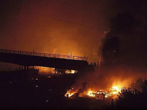 Morti e feriti per l'esplosione di un treno merci nei pressi della stazione di Viareggio (Ap)
