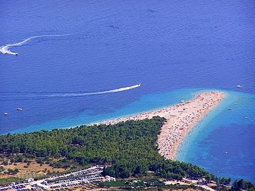 La spiaggia di zlatni rat considerata la spiaggia pi for Setacciavano la sabbia dei fiumi