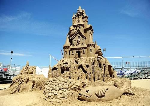 Esposizione di castelli di sabbia a Cervia  (Foto Venturini)