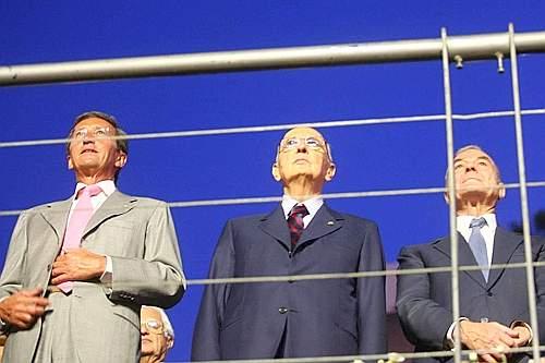 Da destra a sinistra il sottosegretario alla presidenza del Consiglio Gianni Letta, il presidente della Repubblica Giorgio Napolitano e il presidente della Camera Gianfranco Fini (Benvegnù-Guaitoli))