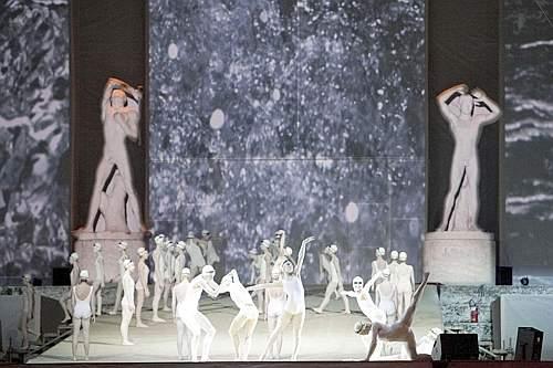 Un momento dello spettacolo della cerimonia d'apertura (Eidon)