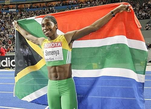 Prima della finale la sudafricana è stata sottoposta a controlli sul sesso da parte della Iaaf, che le ha dato il via libera per la gara finale (Ap)