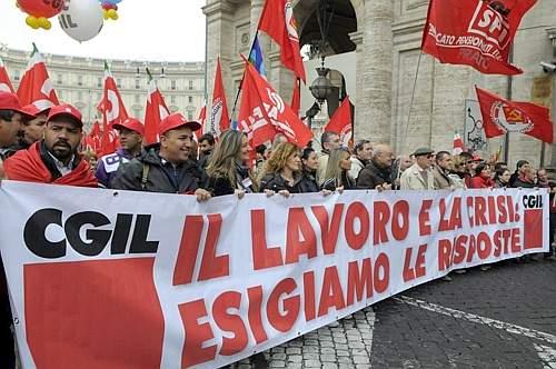 Manifestazione della Cgil contro la politica economica del governo a Roma (Fotogramma)