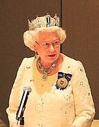 Elisabetta festeggia 60 anni di regno mettendo in mostra i for Quanto costa la corona della regina elisabetta