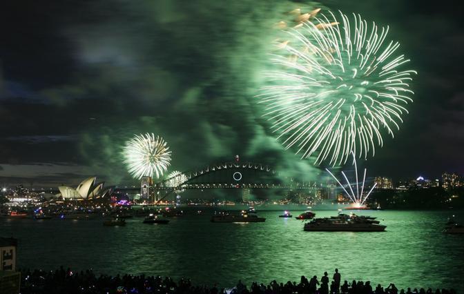 Fuochi d'artificio sulla baia di Sydney, in Australia (Krystle Wright/Afp)