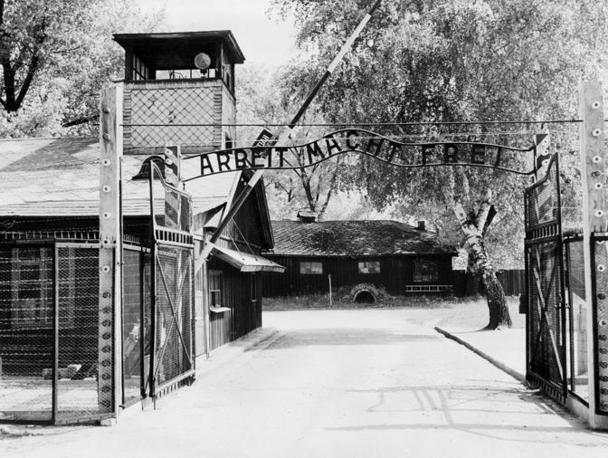 Una foto del campo di concentramento nell'aprile del 1945 (Afp)
