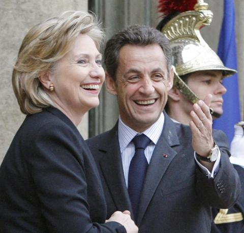Clinton ha parlato con Sarkozy della sicurezza europea(Christophe Ena/Ap