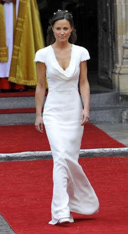 [IMG]http://images.corriereobjects.it/gallery/Esteri/2011/04_Aprile/nozze_william_kate/18/img_18/pippa_01_672-458_resize.jpg[/IMG]