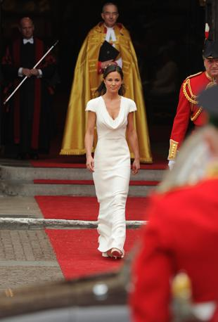 [IMG=http://images.corriereobjects.it/gallery/Esteri/2011/04_Aprile/nozze_william_kate/18/img_18/pippa_05_672-458_resize.jpg]