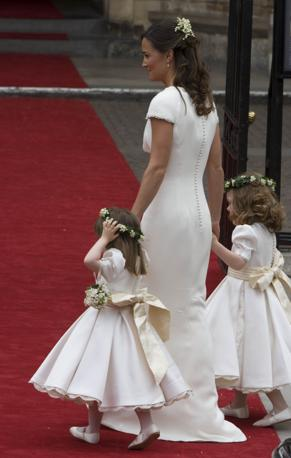 [IMG=http://images.corriereobjects.it/gallery/Esteri/2011/04_Aprile/nozze_william_kate/18/img_18/pippa_08_672-458_resize.jpg]
