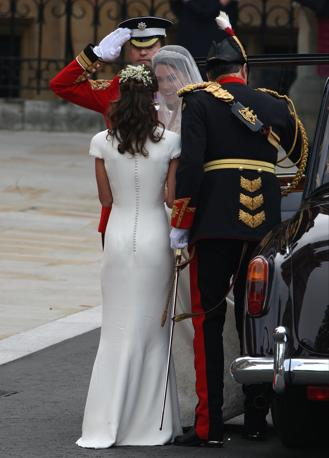 [IMG=http://images.corriereobjects.it/gallery/Esteri/2011/04_Aprile/nozze_william_kate/18/img_18/pippa_10_672-458_resize.jpg]