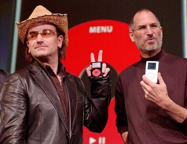 2004: con Bono, testimonial dell'iPod (Ap/Sakuma)