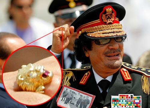 L'anello di Gheddafi (Ansa)