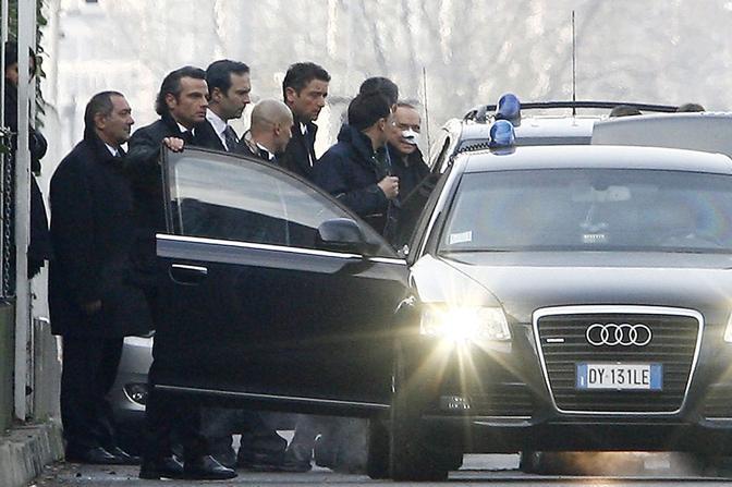 Il presidente del Consiglio sale in auto (foto Giuseppe Celeste/Image)