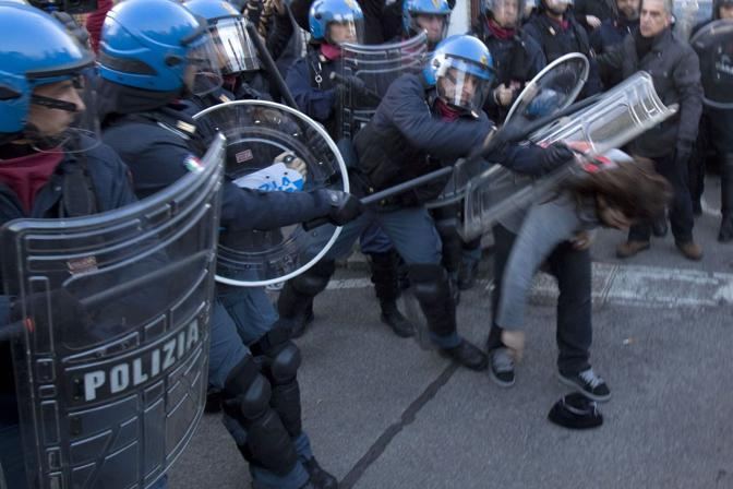 http://images.corriereobjects.it/gallery/Politica/2011/02_Febbraio/palasharp/2/img_2/arc1_11_672-458_resize.jpg