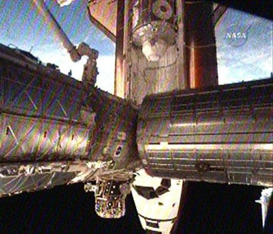 Lo Shuttle Endeavour, il nodo del Tranquility e la «Cupola» (Epa/Nasa)