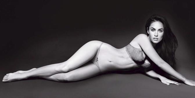 Megan Fox prende il posto di Victoria Beckham come testimonial femminile di Armani. A seguire le foto della campagna. Il modello scelto dallo stilista è il campione del Real Cristiano Ronaldo